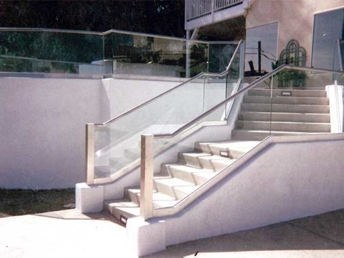 Checkout the Glass Railings from Westoaks Glass and Mirrors in Los Angeles